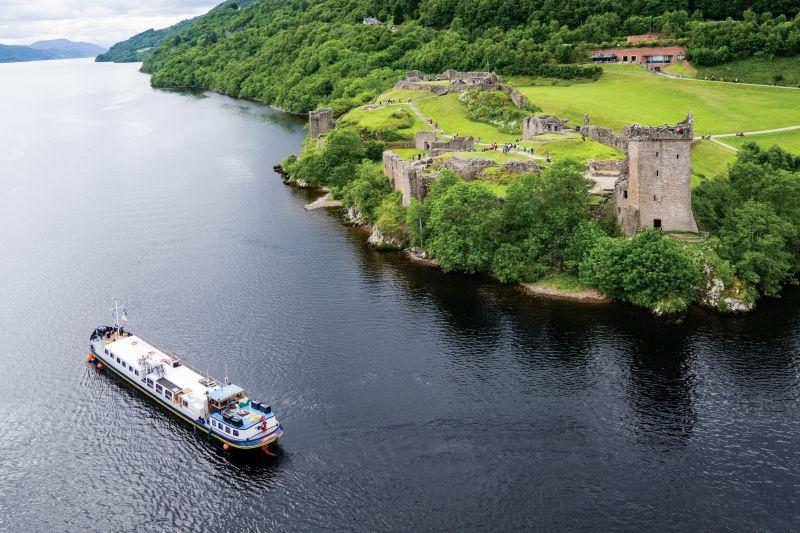 Highlander Barge cruises past Urquhart Castle