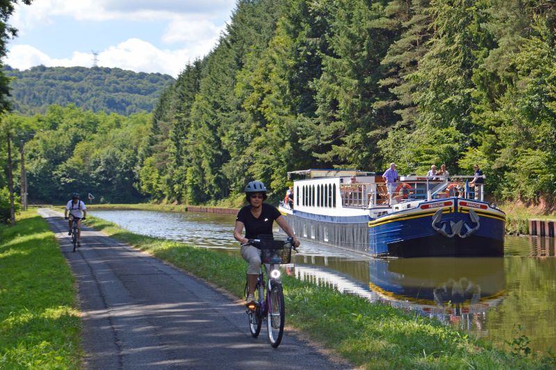 Towpath Cycling - Barge Tours France