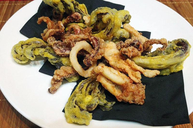 Crispy Venetian Squid served with lettuce