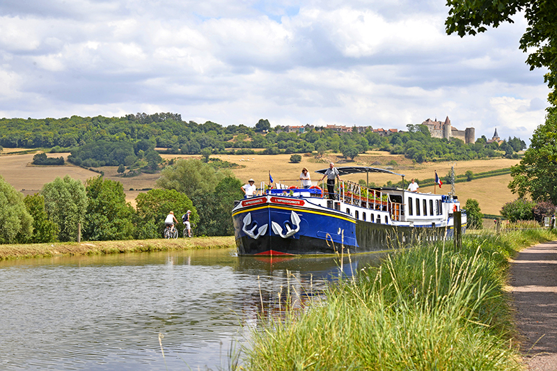 Luxury Hotel Barge L'Impressionniste-Cruising past Châteauneuf in Burgundy