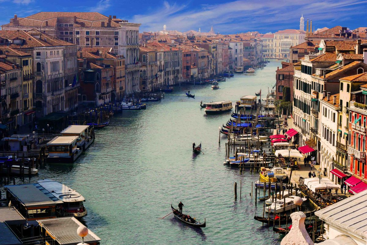 Discover mesmerising Venice aboard La Bella Vita and immerse yourself in the region's sights, culture and history.