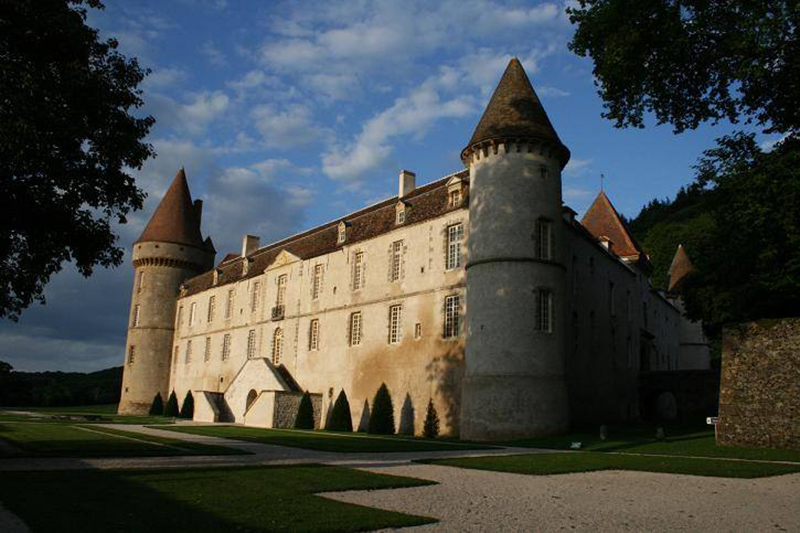 Searching for Burgundy's best chateaux? Visit the Château de Bazoches on our luxury barge cruise, L'Art de Vivre