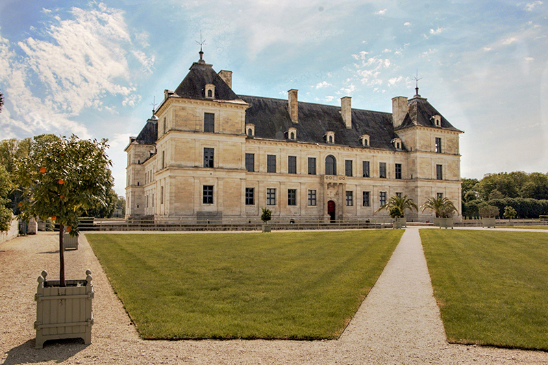 In search of Burgundy's best chateaux? Discover Chateau Ancy-le-Franc with luxury barge cruise, La Belle Epoque