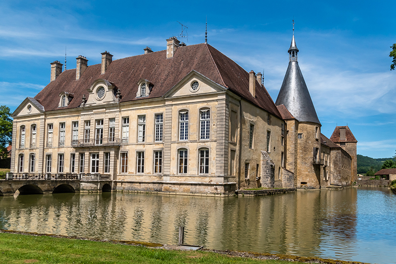 In search of Burgundy's best Chateaux? The Château de Commarin is visited on our luxury hotel barge, La Belle Epoque