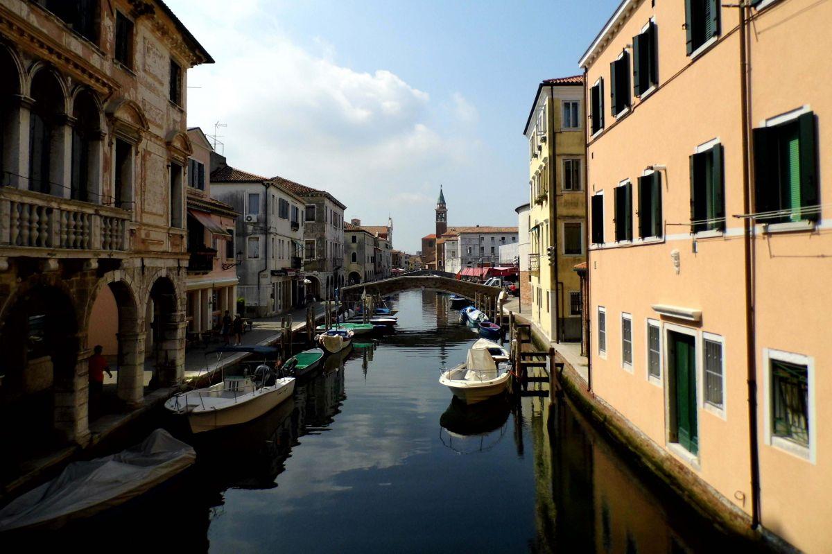 Discover Chioggia aboard La Bella Vita as she crusies Venice to Mantua with European Waterways