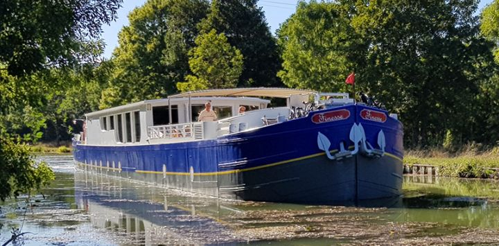 Luxury barge cruise Finesse as she cruises Southern Burgundy