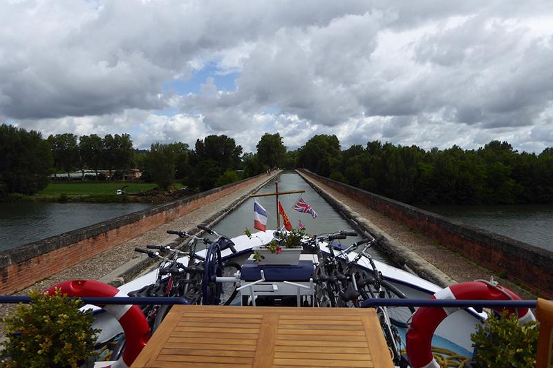 A sleepy cruise through Gascony aboard luxury hotel barge, Rosa