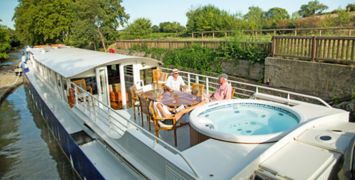 Enchante-Sundeck-&-Spa-Pool-feat