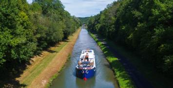 L'Art de Vivre Cruising Nivernais Canal