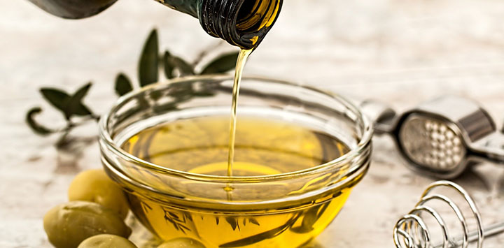 olive-oil-pixabay-feat