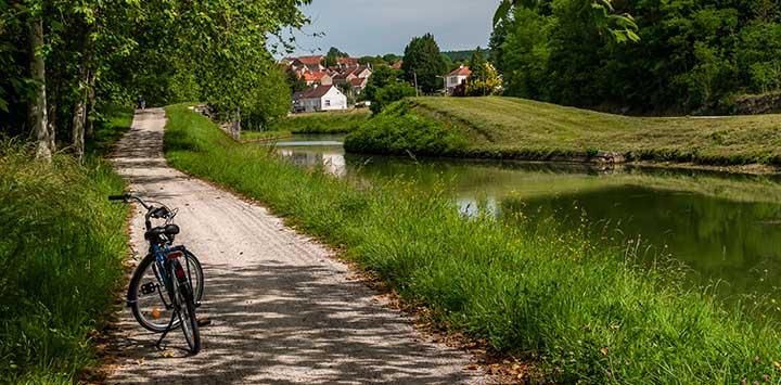 cycling-along-burgundy-canal