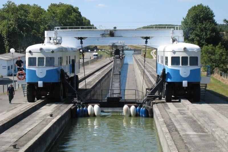 Canal de Garonne - Montech Waterslope