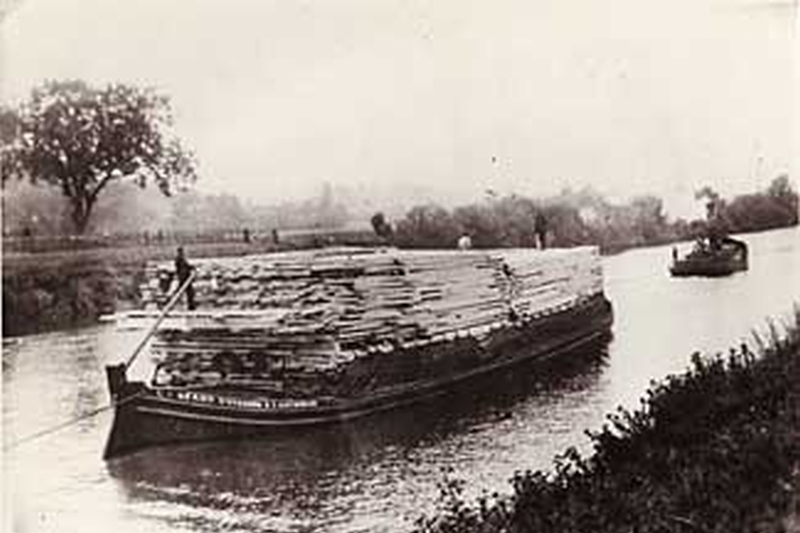 The wooden barges which mariners from Saint-Esprit-des-Sorts used to transport wood on the River Rhône