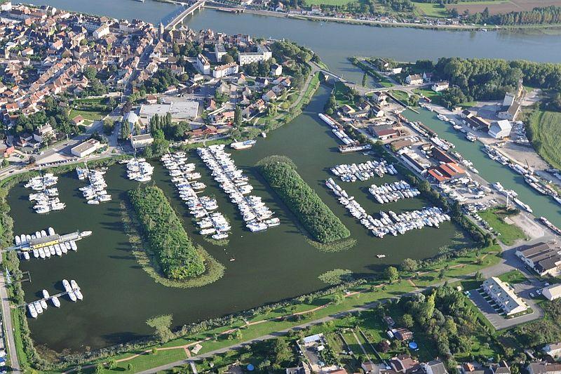 St-Jean-de-Losne near the River Saone